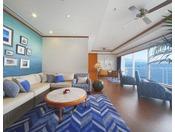 ラグジュアリーフロア「Aqua」ロイヤルスイート。リビングとベッドルームをあわせて100平米。部屋に入った瞬間、琵琶湖が広がります。