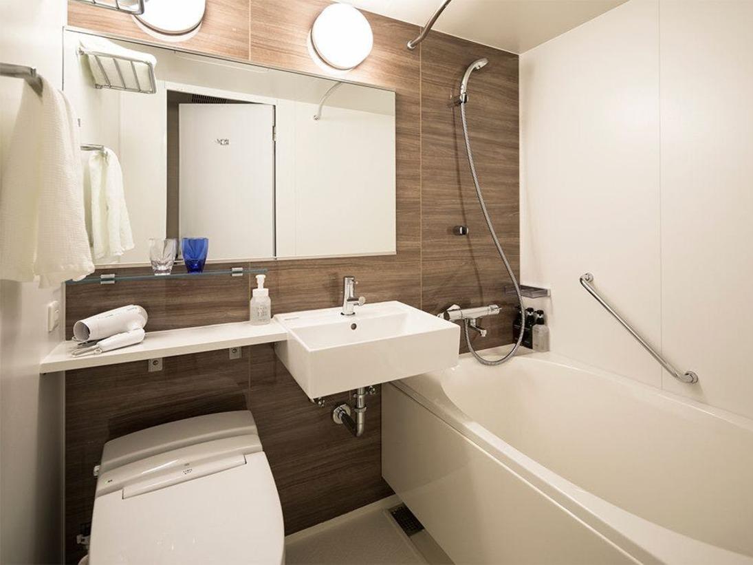 【風呂】バスルーム/シングルルーム・ダブルルーム・ツインルームはユニットバスをご用意しております。