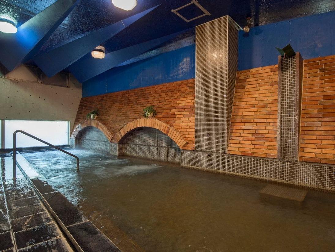 【温泉大浴場】館内にあるドライサウナ付き温泉大浴場は24時まで営業。旅の疲れをゆっくり癒して下さいね。(宿泊者無料)