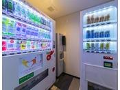 各フロア2箇所、自動販売機コーナーを設けております。1箇所にはアルコールもございます。製氷機もこちらにございます。