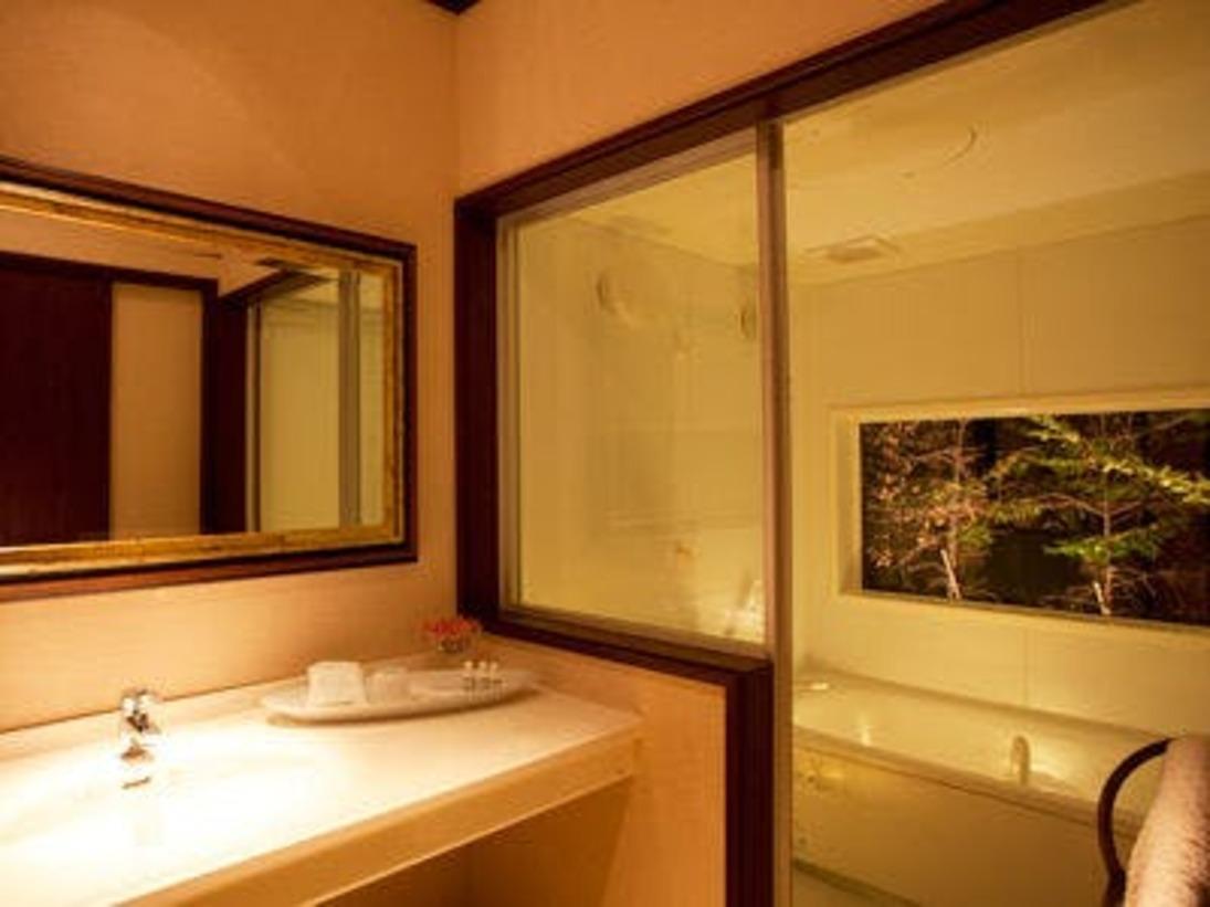 客室でゆったりとしたバスタイムを過ごしたい方はエグゼクティブツインがお薦め。写真はエグゼクティブツインの浴室。