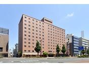 浜松駅より徒歩約15分、タクシーで約5分、バスで約5分(元城町バス停下車、バス停より徒歩約3分)