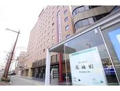 ホテルから浜松駅へ行かれる際はホテル正面のバス停からご乗車ください。