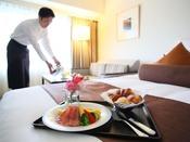 【ルームサービス】*朝食イメージ*お部屋の朝食なら身支度を気にせず食べられますね。時間がない朝にもぴったりです。