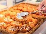 【ザ・テラス】*パンの種類も豊富*ホテルメイドの焼きたてパンは、ハードパンからデニッシュまで各種取り揃えております。