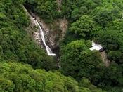 【布引の滝(ぬのびきのたき)】「日本の滝百選」にも選ばれている滝。ホテルから歩いて行けるのでハイキングにでかけるのもおススメ。