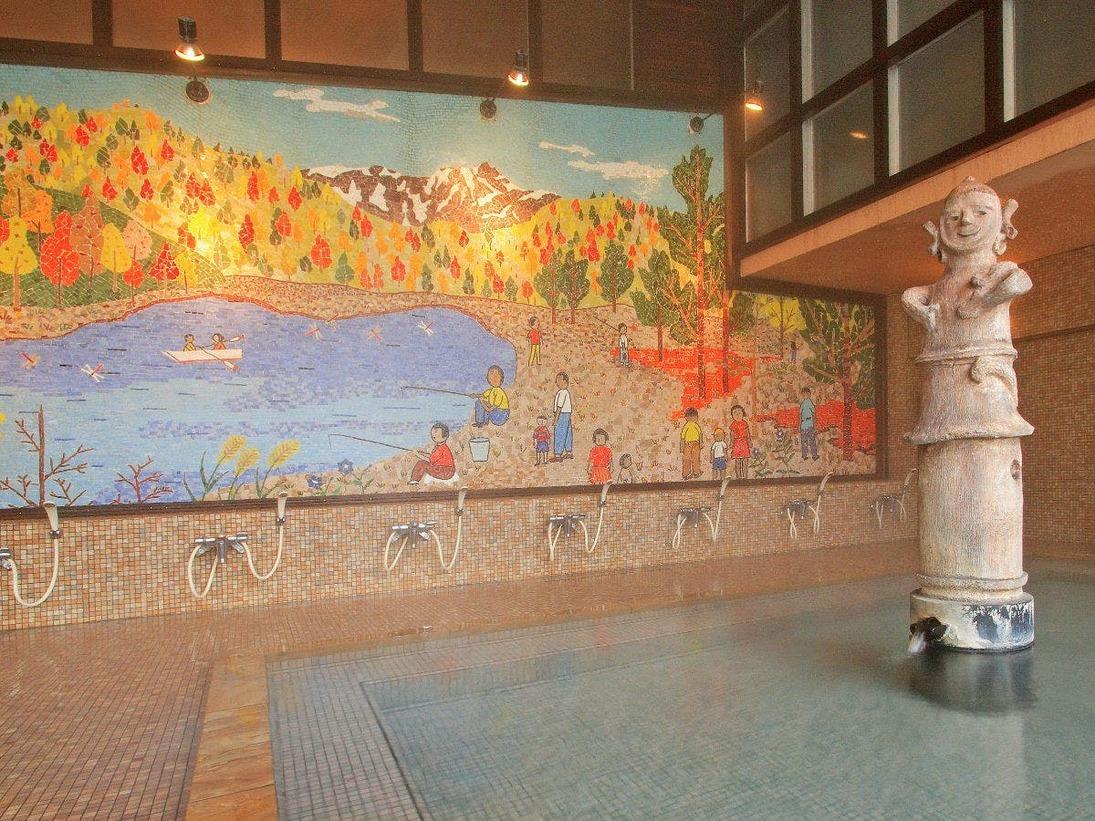 『はにわ風呂』の大壁画は、裸の大将山下清画伯の本邦唯一の壁画作品であり、晩年の傑作です