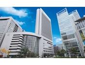 JR大阪駅よりわずか徒歩2分にヒルトン大阪はあります。