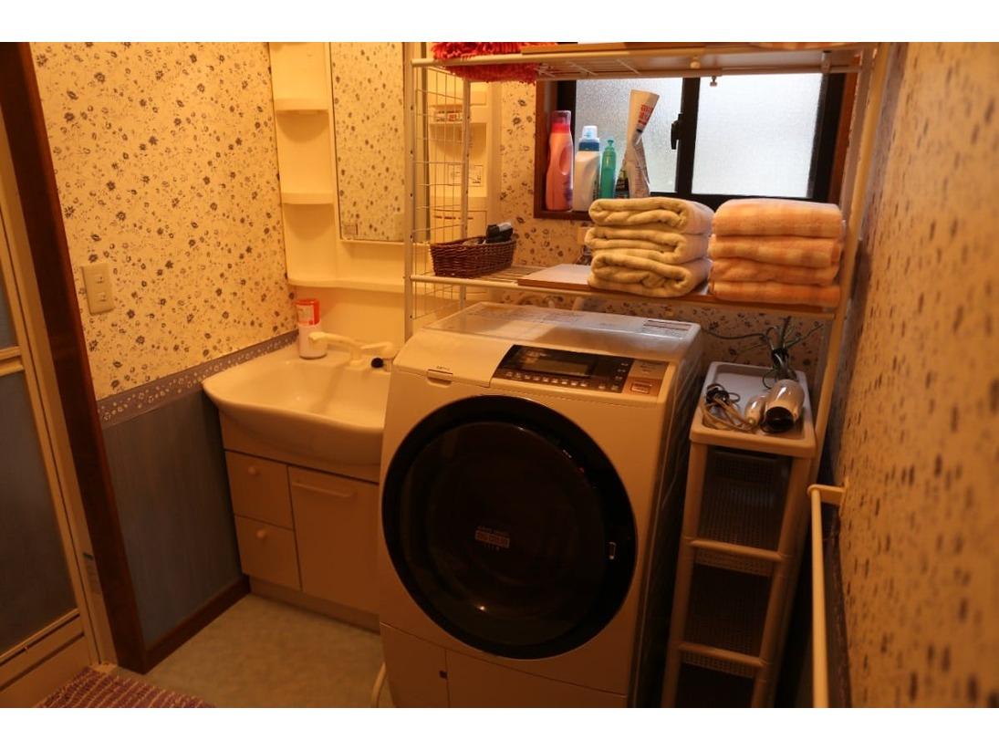 最新の自動乾燥機付き洗濯機完備。