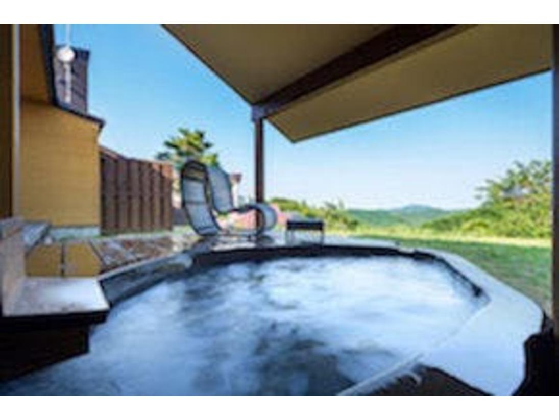 本砂金のお部屋には贅沢にお風呂が二つございます。