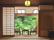 【朱花】テラスより裏庭の眺め