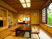 【若菜】10畳+洋室ツイン(セミダブル)の二間。室内フラット