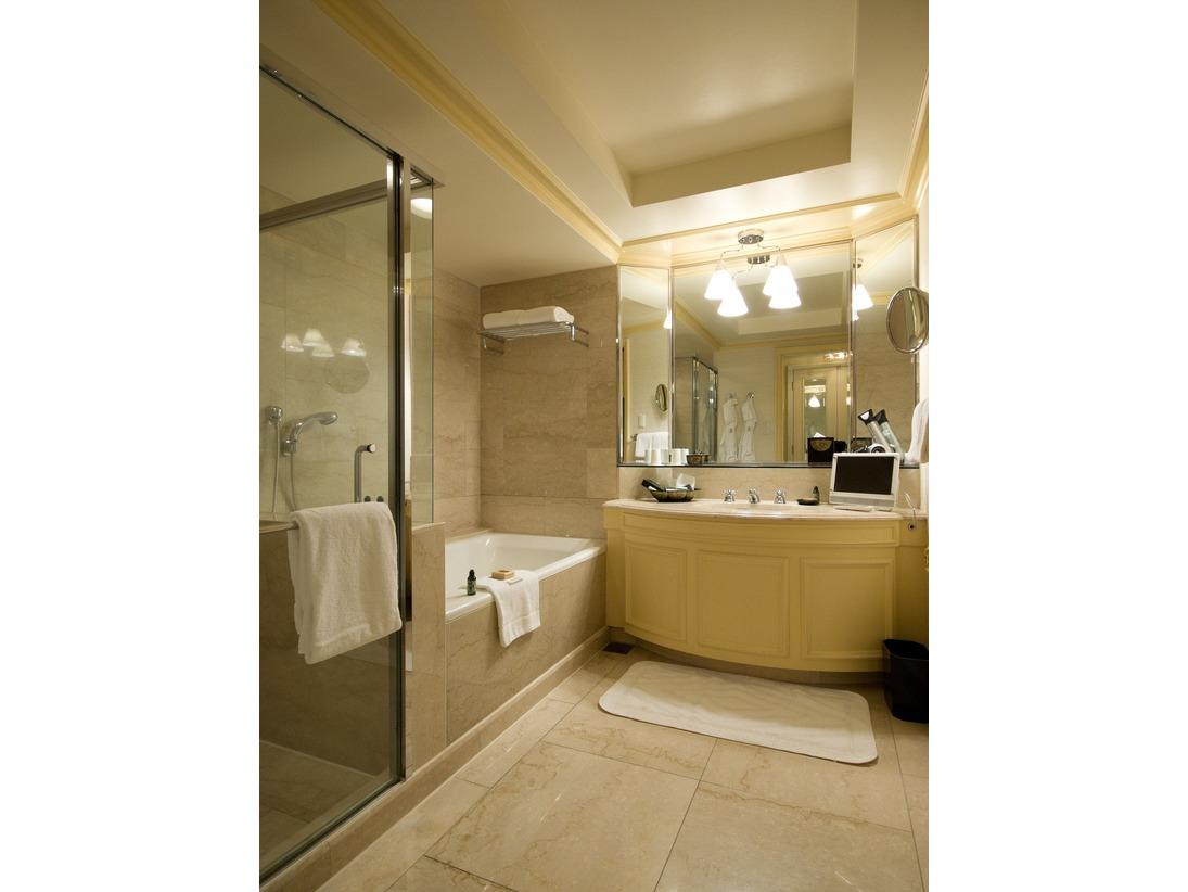 客室バスルーム(シャワーブース独立)
