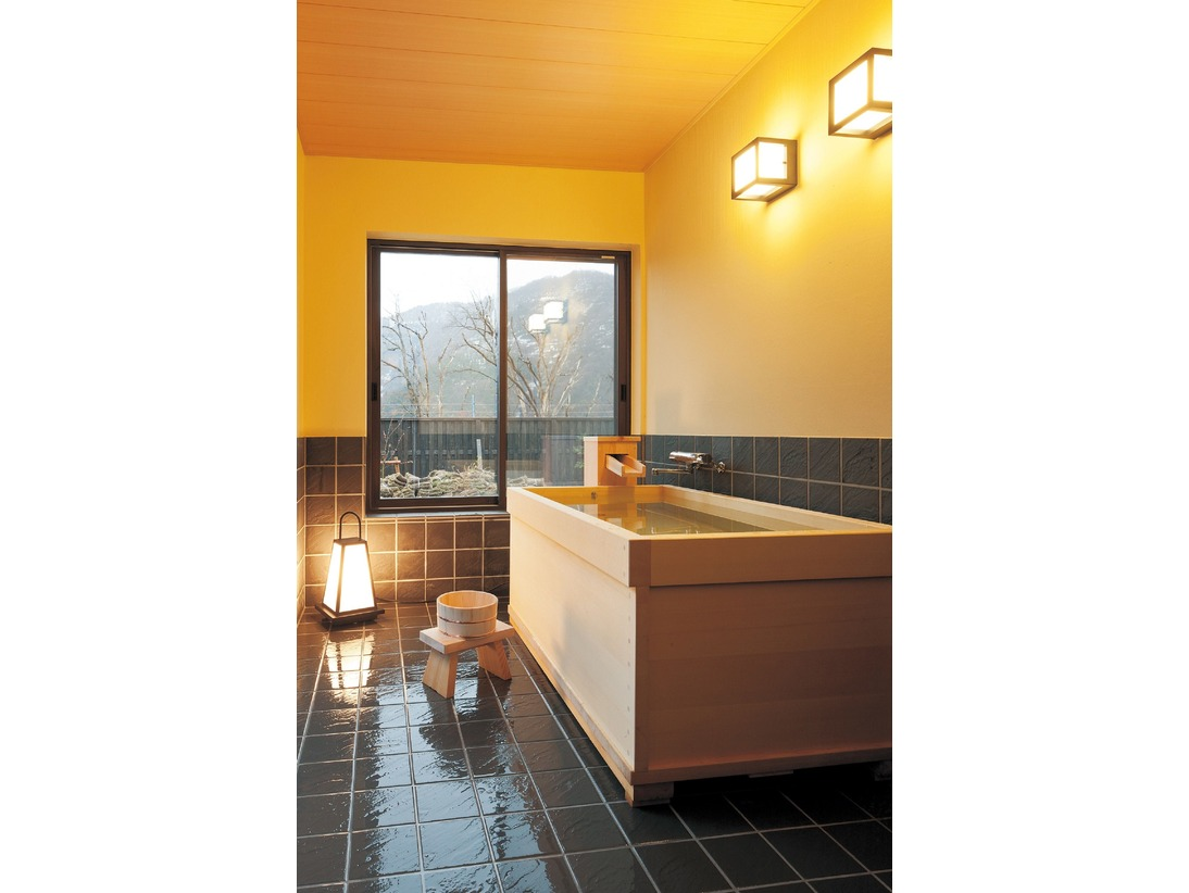 「檜風呂」流れる温泉は上質アルカリ性の美肌の湯
