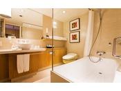 本館25~28階、エグゼクティブフロア OVAL CLUBのスイートルームのバスルームは洗い場付き浴室です。広々とご利用いただけます。
