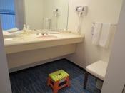 「ウェルカムベビーのお宿」認定ファミリールーム 洗面台 一例