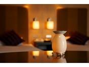 ヒーリングルームは、当館で唯一、お部屋でアロマの香りを楽しめるお部屋。チェックインの際にお好きな香りのアロマオイルをお選びいただけます。