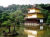 金閣寺**古都京都の文化財として世界文化遺産に登録されています(^^)