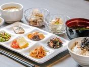 【和洋ビュッフェ朝食】盛り付け例(和風)