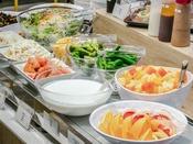 【和洋ビュッフェ朝食】サラダ&フルーツカウンター