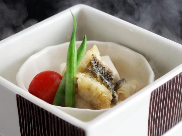 すずきと胡麻豆腐の湯けむり蒸し