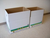 お荷物をお送りする際の宅急便の箱は、フロントで販売しております。