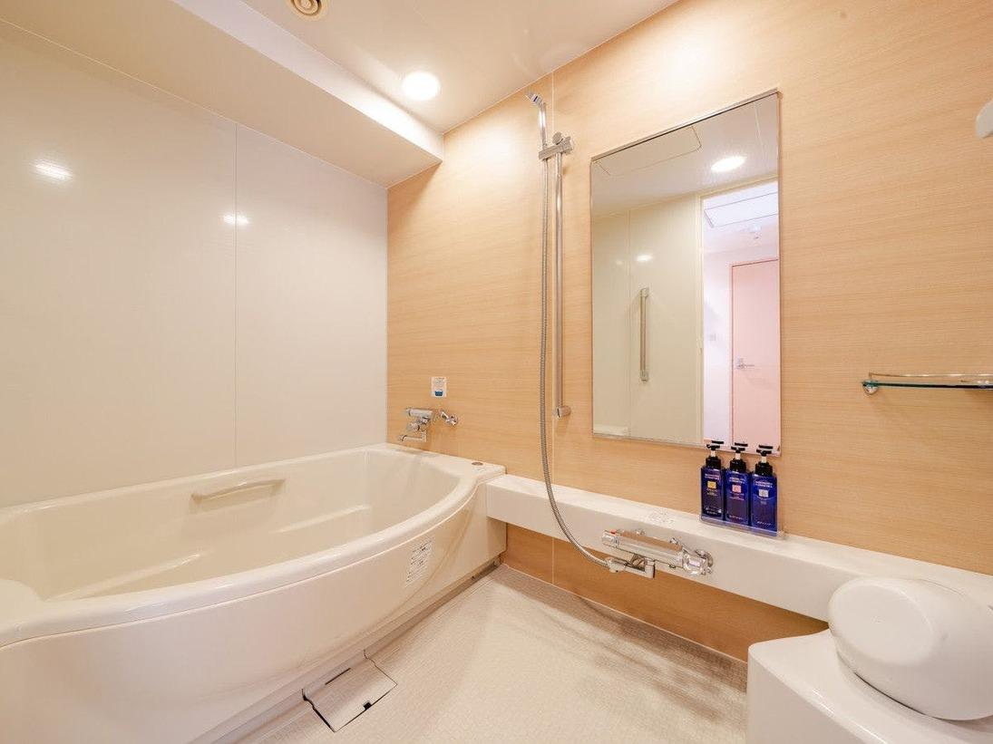 和洋室のバスルーム(洗い場のある浴室です。)