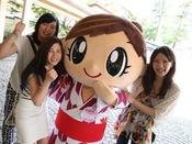 ■ホテル櫻井看板娘「さくらいっ娘ちゃん」と記念写真※イメージ