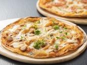 【創作イタリアン秋】チキンとマッシュルームのピッツァ、トマトとバジルのピッツァ