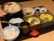 日替わりメニューの和朝食は栄養たっぷりのおばんざい+鍋料理で朝から健康です!