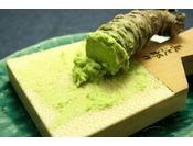 中伊豆名産の生山葵。お造りの時に目の前で摺り下ろしてお出しいたします。残った分はお持ち帰り下さい。白米にのせて召し上がっていただいても美味しいです。