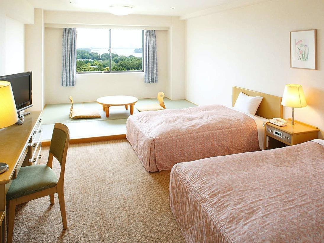 【和洋室】洋室エリアと畳エリアがございます。畳にお布団3枚敷く事で、5名様までご利用可能。