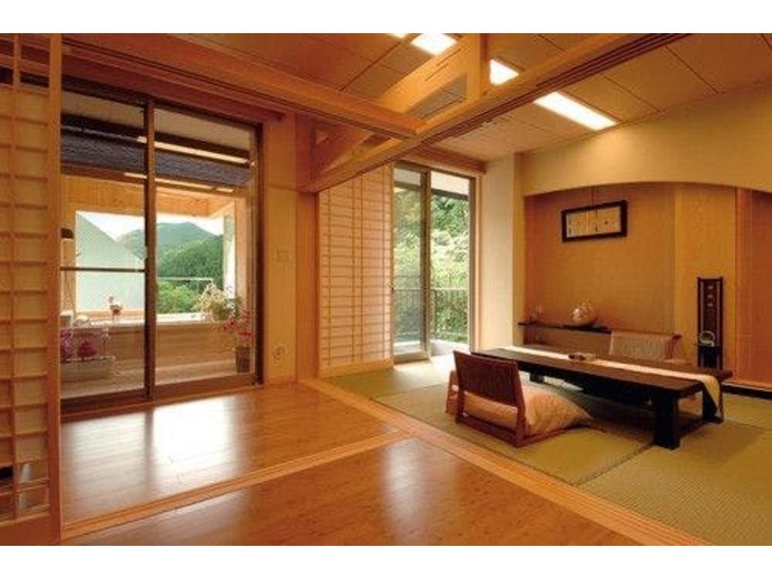 本館展望檜風呂付客室の一例源泉かけ流し 半露天檜風呂付客室です。