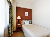 ヨーロッパのホテルを思わせるセンスが漂う明るい色調のインテリアで、プライベートな時間を快適に過ごしていただけるよう、ゆとりある空間をご用意しました。