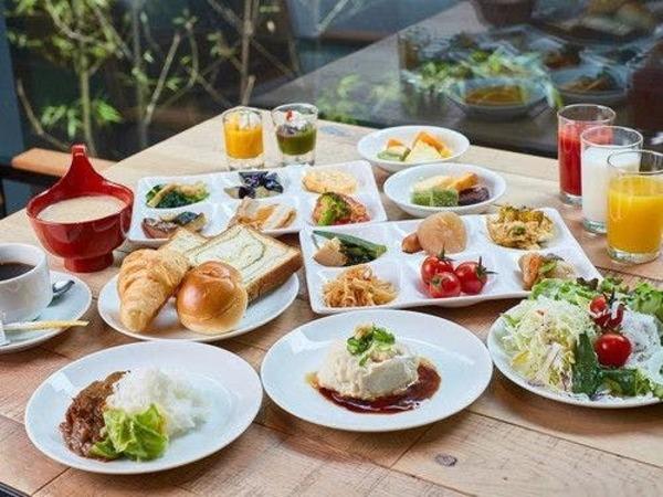 京のおばんざいを含む、和洋朝食ブッフェ