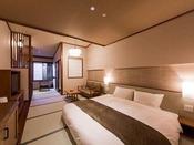 「和」 の温もりに包まれた畳敷きの室内に、180 cm幅のクイーンサイズの和ベッドを配したお部屋です。カップルやご夫婦での滞在にピッタリです。