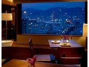 クラブラウンジでは1,000万ドルとも称される神戸の夜景をお楽しみいただけます。数々のおもてなしにより、ワンランク上のご滞在をご提供いたします。 ラウンジからの景色とともに大人の時間をお楽しみ下さい。