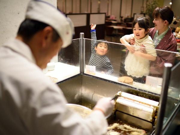 朝食の揚げ立て天ぷら
