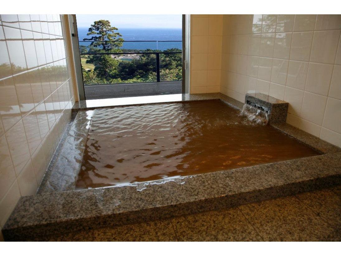 全客室に完備 24時間源泉かけ流しの半露天風呂