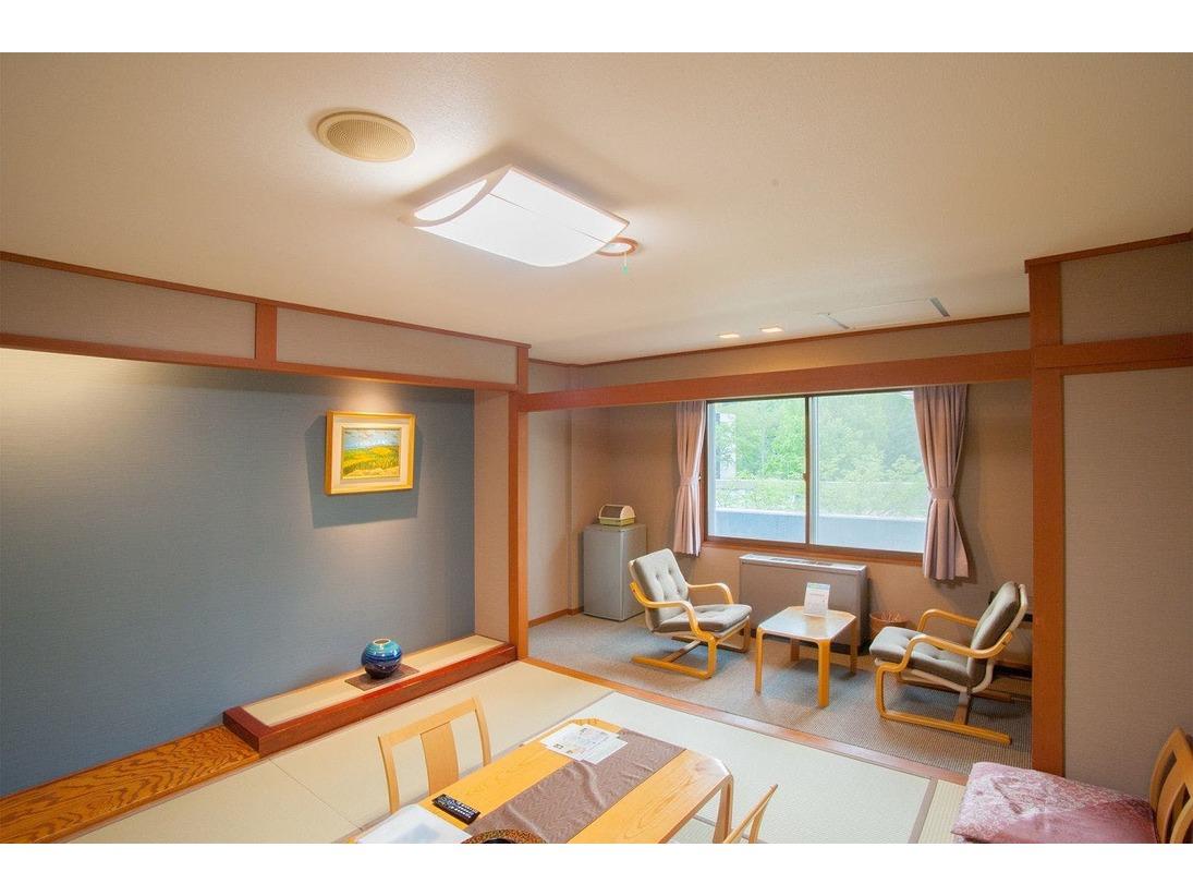 ほっと心がやすらぐスタンダードな和室8畳のお部屋。ユニットバス・広縁も付いています。寛ぎの空間でゆったりとお過ごし下さい。