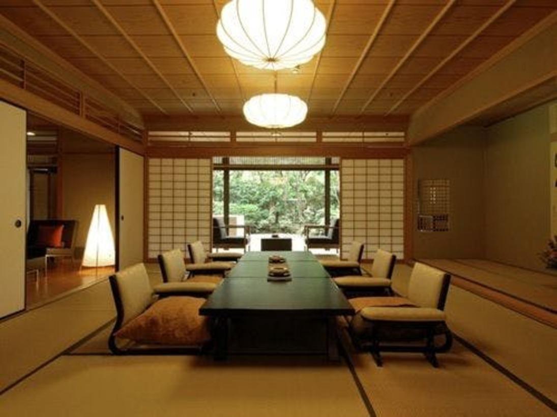 【桃山第 露天風呂付和洋室】しつらいも調度品も贅を尽くした15畳の本間。
