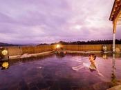 秀峰岩手山を望む絶景【空中露天風呂】は和風・洋風の2種がございます。