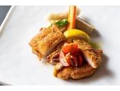 2019冬(冬季限定)フレンチ鍋コースメイン:山梨県産健味どりモモ肉のローストと長野県産米豚のカツレツ