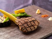 国産牛ロースのプランチャ 季節の温野菜 ゲランドの塩 レフォール 八幡屋礒五郎風かオリジナル七味をお好みで