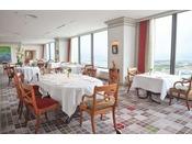 フレンチレストラン「トランテアン」(本館31階)フランス・リヨンのミシュラン二ツ星「ラ メール ブラジィエ」の初提携店。ここでしか体験できない洗練されたエスプリの融合を神戸の美しい景観とともにその美食の世界をご堪能ください。