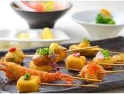 神戸串あげ「SAKU」(南館4階)地産地消を中心とした食材を使った串あげと、ワインが楽しめるレストラン。高級油である綿実油を使い、食材の味を活かして揚げています。