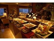 カクテルタイム(17:00~19:00) 神戸の夜景とともに、約20種類以上のアルコール類とオードブルを。