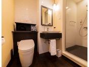 スタンダードツインルーム・スタンダードダブルルームはレインシャワーが付いたシャワーブースがございます。(バスタブはございません)