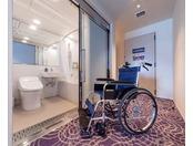 スーペリアツインルーム【バリアフリールーム】お手洗いとバスルームの入口が引戸になっており、車いすのままお入りいただけます。※旅行会社様、インターネットでは販売しておりません。詳しくはお電話にてお問合せください。客室予約直通 06-6462-1601