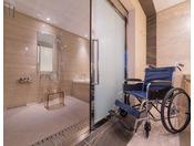 14階ラグジュアリーフロアに1室バリアフリールームがございます。バスルーム、お手洗い共に引戸ですので車いすのままお入りいただけます。※旅行会社様、インターネットでは販売しておりません。詳しくはお電話にてお問合せください。客室予約直通 06-6462-1601